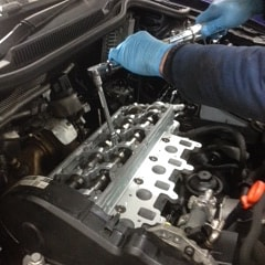 Mechanic carrying out BMW servicing in Wimbledon